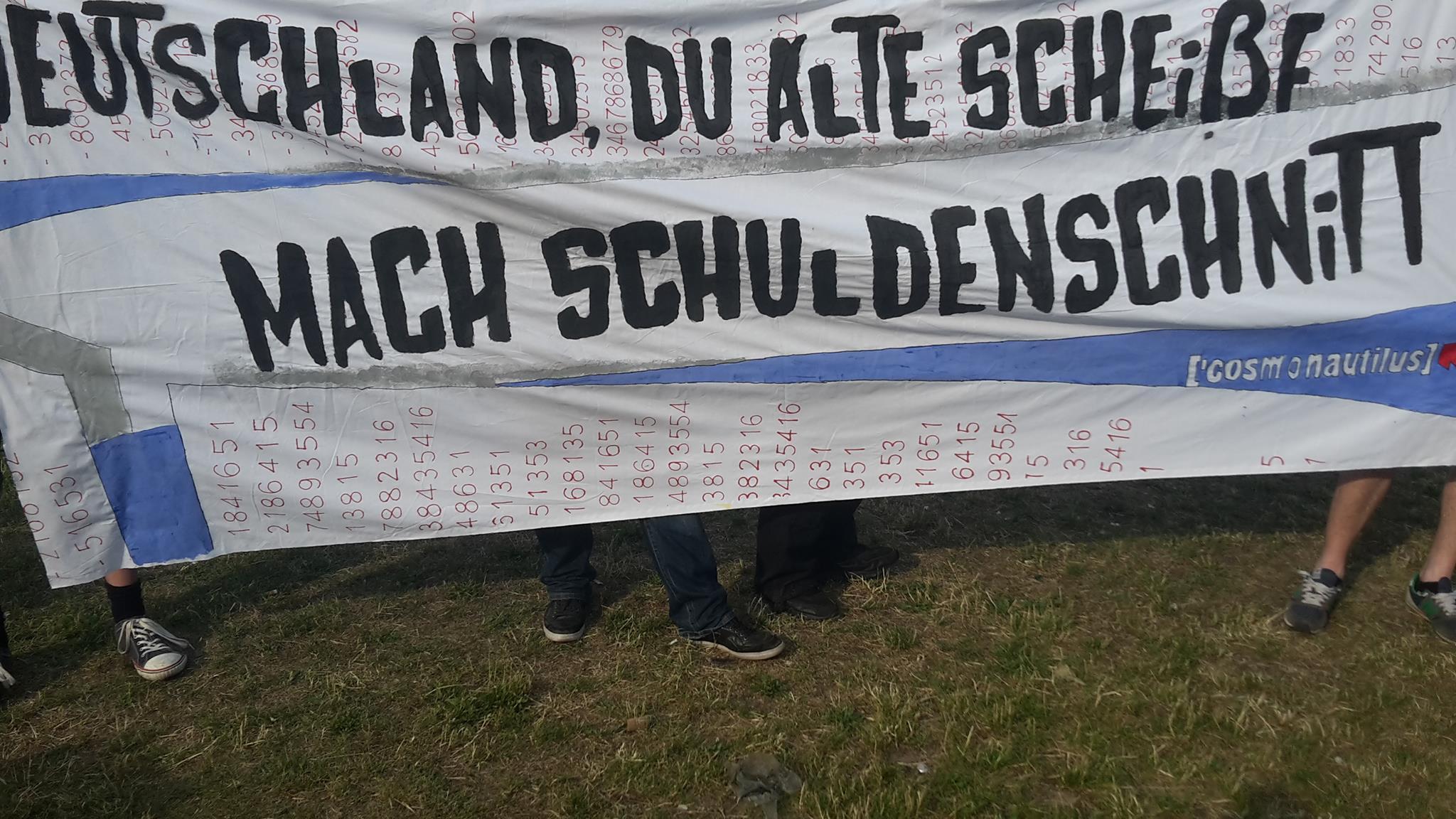 Transpi: Deutschland, du alte Scheisse, mach Schuldenschnitt
