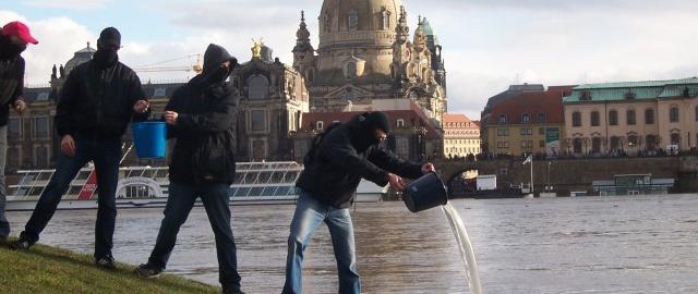 Linke Chaoten fluten Dresden